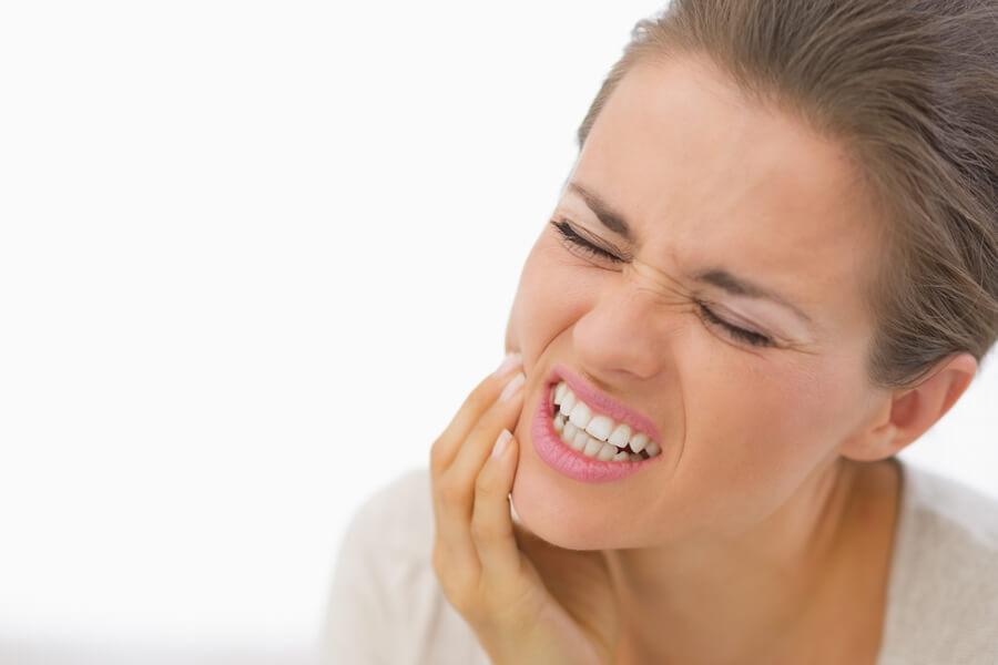 8 ماده طبیعی برای کاهش درد دندان