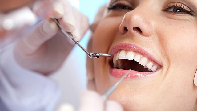 اهمیت مراقت دائمی از دهان و دندان | نخ دندان مینا