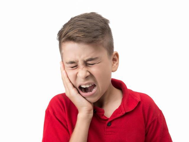 دندان درد از نشانه های پوسیدگی دندان | شرکت ستاره گنبد مینا
