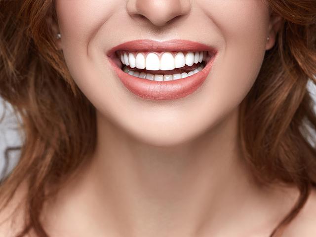درمان دندان ها با ارتودنسی | نخ دندان مینا