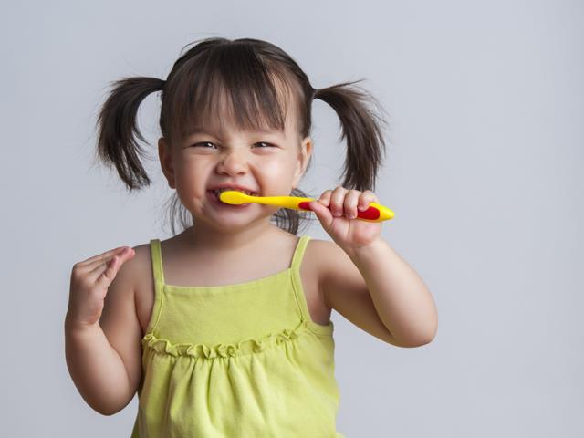 اهمیت مسواک زدن در حفظ سلامت دندان | شرکت ستاره گنبد مینا