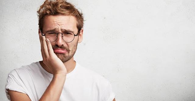 درد علامت بیماری های لثه و دندان | شرکت ستاره گنبد مینا