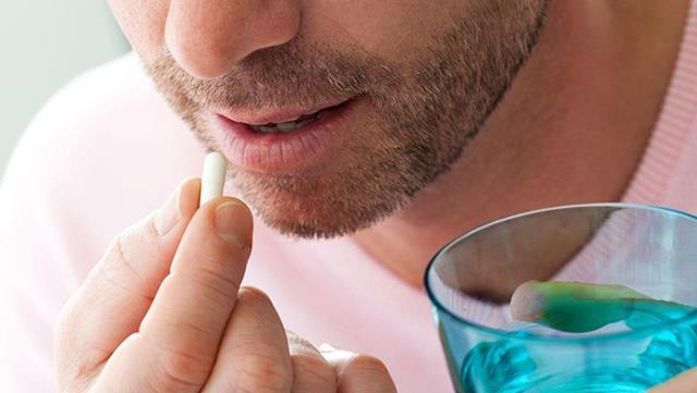 استفاده از برخی داروها، علت تیره شدن لثه ها | نخ دندان مینا