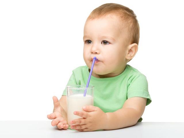 اهمیت مصرف لبنیات در سلامت دهان و دندان کودک | نخ دندان مینا