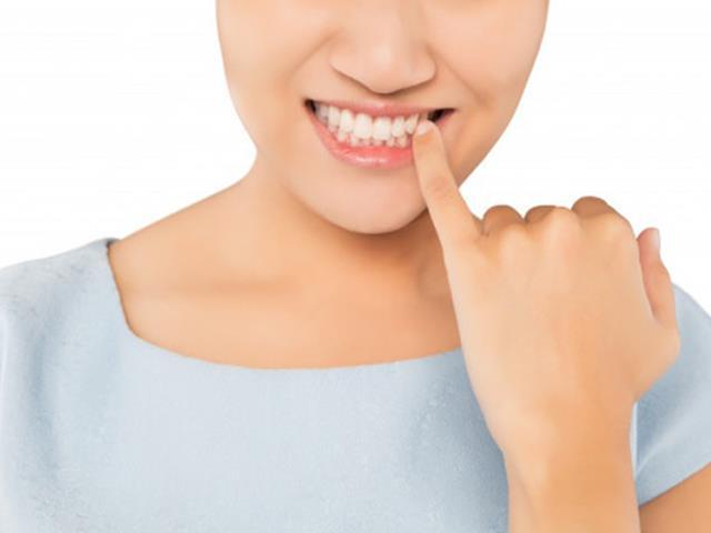 دندان لق در کودکان و بزرگسالان | نخ دندان مینا