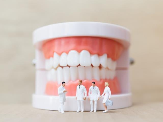 رعایت بهداشت دهان و دندان | نخ دندان مینا