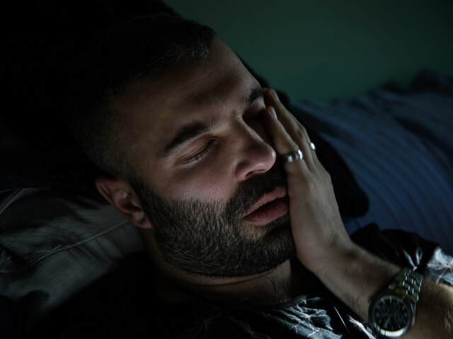 دندان درد در شب | شرکت ستاره گنبد مینا