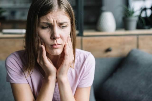 پوسیدگی دندان ناشی از سیگار کشیدن | نخ دندان مینا