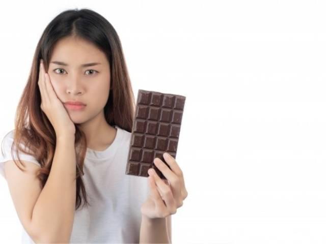 شکلات عامل پوسیدگی دندان ها | نخ دندان مینا