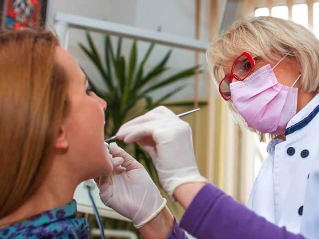 درمان بیماری آماس لثه | نخ دندان مینا