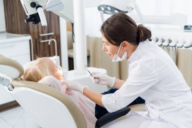 مراجعه به پزشک و درمان بیماری زبان سیاه مودار | نخ دندان مینا