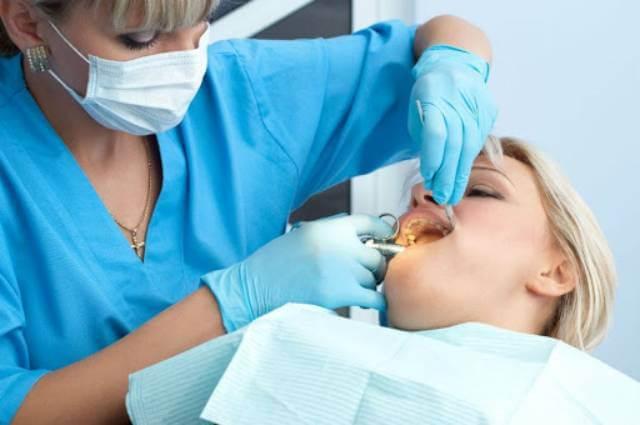 جراحی های دندانی | نخ دندان مینا