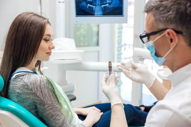 معاینه منظم توسط پزشک | شرکت نخ دندان مینا