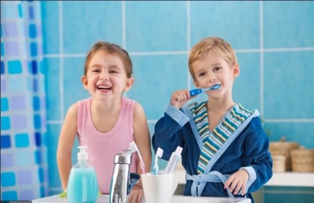 پیشگیری از لکه های سفید دندان از دوران کودکی | شرکت نخ دندان مینا