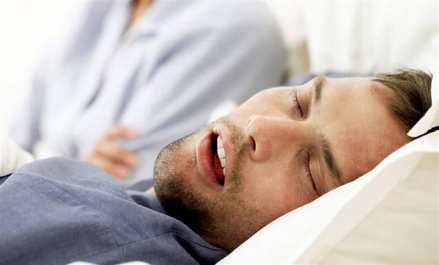 عوارض خوابیدن با دهان باز | شرکت نخ دندان مینا
