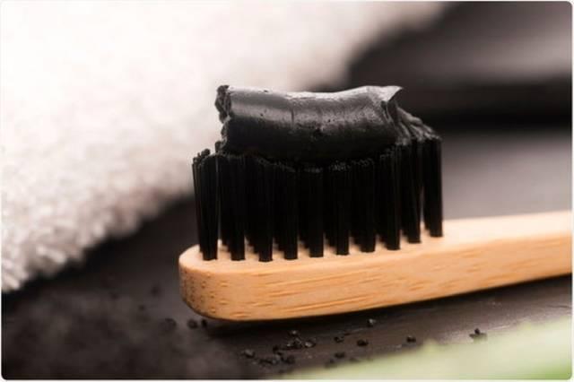 مواد تشکیل دهنده خمیر دندان زغالی | شرکت نخ دندان مینا