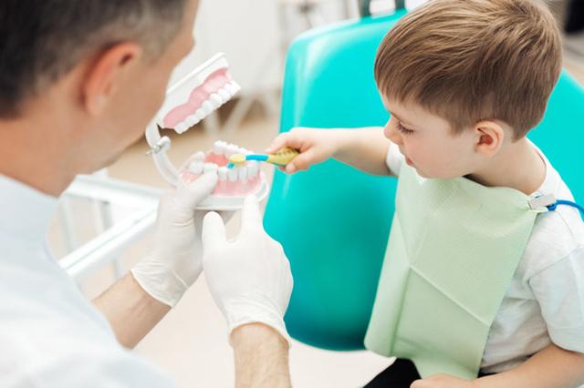 سلامت دندان کودکان   شرکت نخ دندان مینا