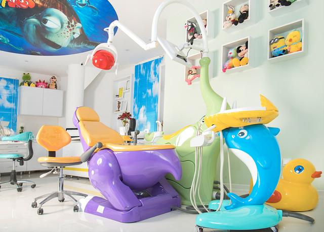متناسب بودن فضای مطب با کودکان   شرکت نخ دندان مینا