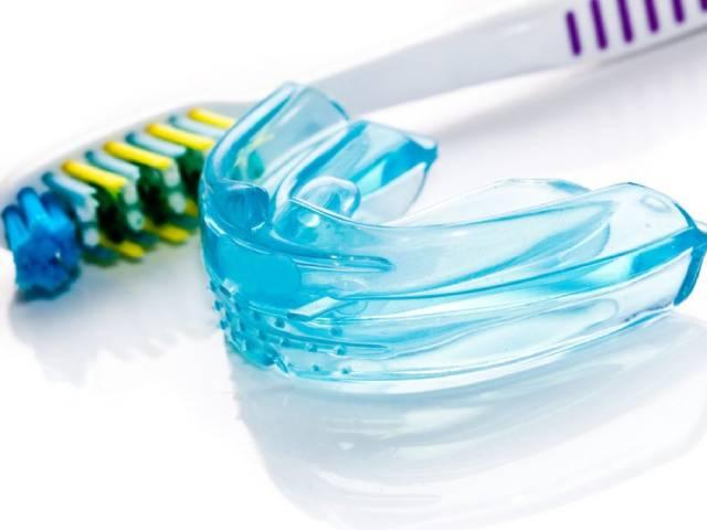 روشهای تمیز کردن محافظ دهان شبانه | شرکت نخ دندان مینا